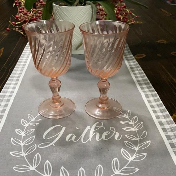 Vintage set of 2 Arcoroc France peach swirl glass